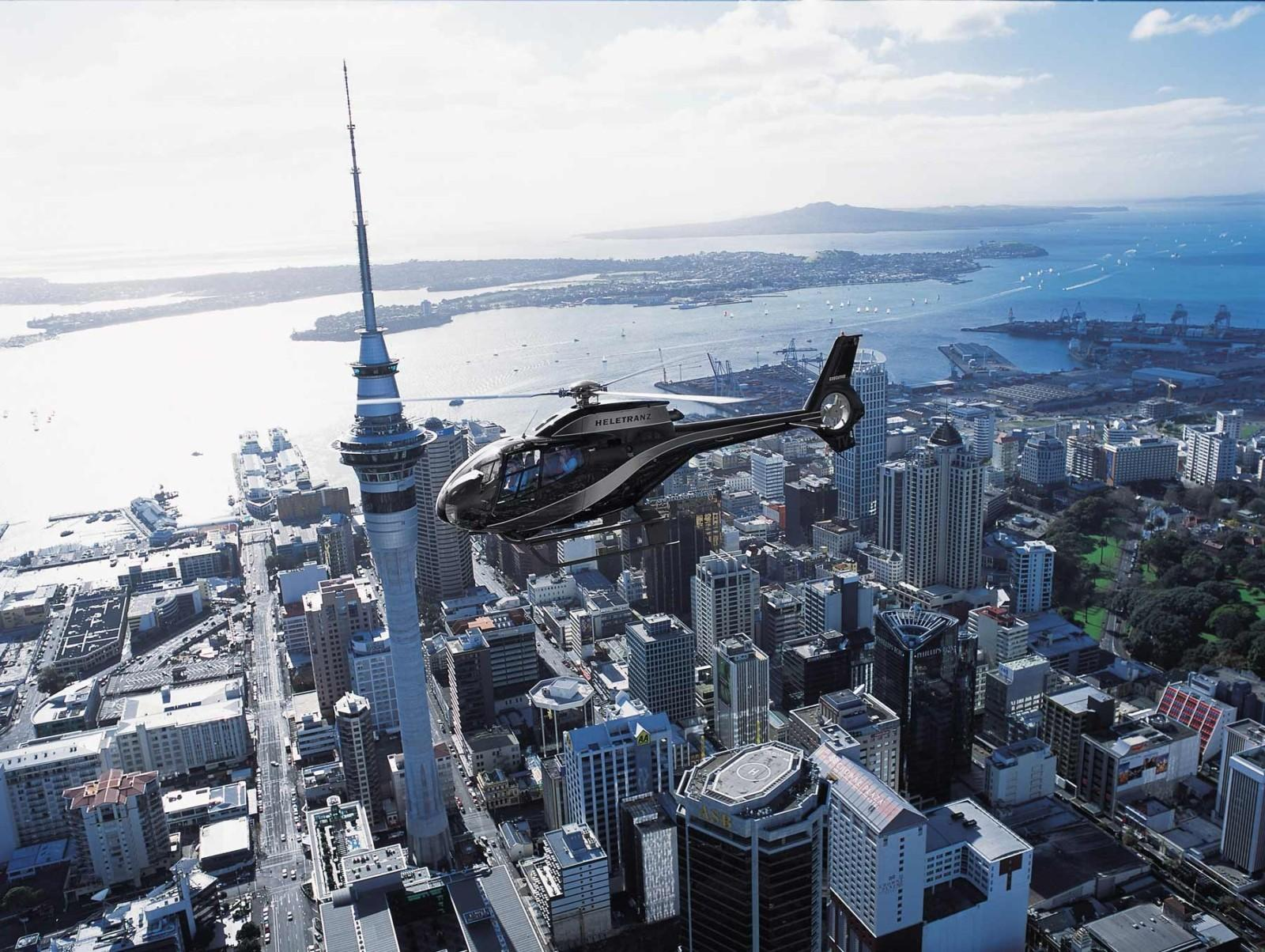 how to fly from auckland to queenstown