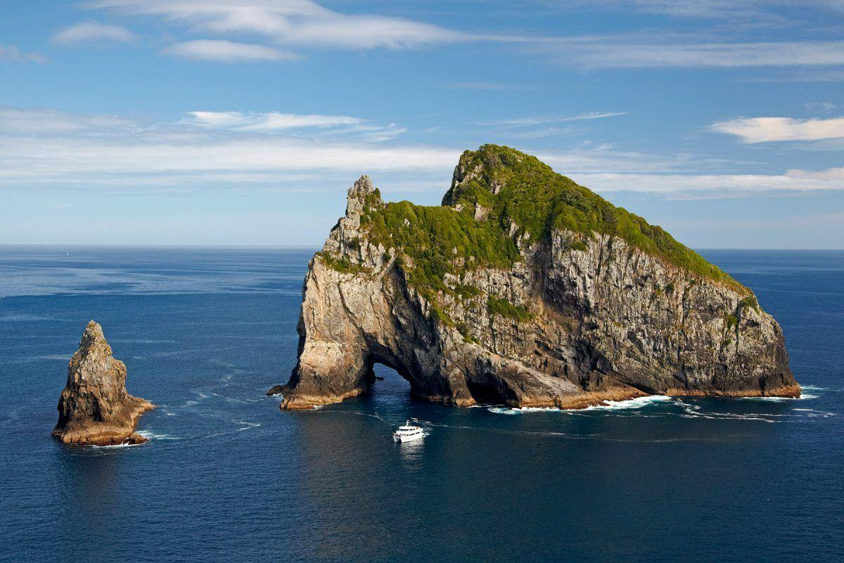 Bay Of Islands Cruises Hole In The Rock